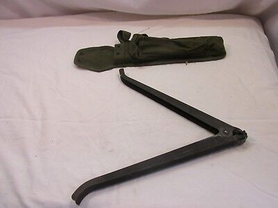 US Army Vietnam Era Colt Rifle Bipod And Pouch <*