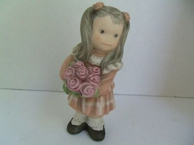 Kim Anderson, Bahner Figurines 1998, GIRL STANDING WITH ROSE BOUQUET #472417