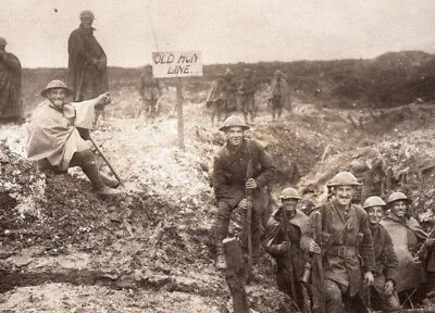 France Somme WWI British Troops in captured German Trench Old Photo 1914-1918
