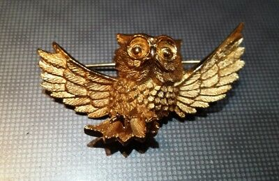 Rare Vintage Signed TRIFARI Landing OWL Gold Tone BROOCH Pin, Very Good al