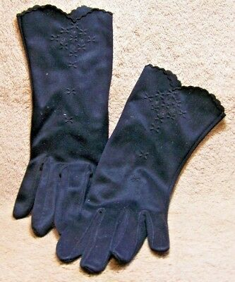 "Vintage ""BLACK SCALLOPED EDGE & EMBROIDERY TRIM GLOVES"""
