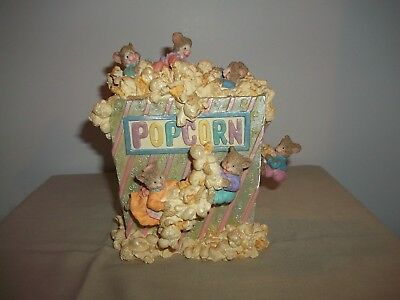 Music Box - Mice Playing In Popcorn - The Entertainer - Animated