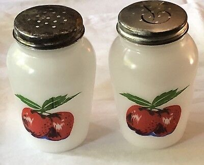 1950s ANCHOR HOCKING Milk Glass SALT & PEPPER RANGE SET / Shakers Apple Pattern