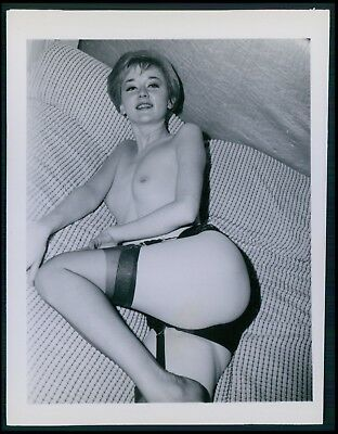 Pinup pin up near nude girl risque cheesecake woman vintage old 1950s photo gm05