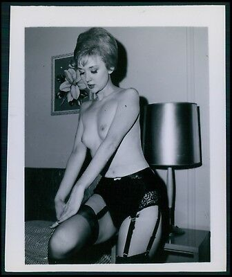 Pinup pin up near nude girl risque cheesecake woman vintage old 1950s photo gm10