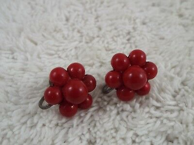 Vintage Silvertone Red Bead Screwback Earrings (D17)