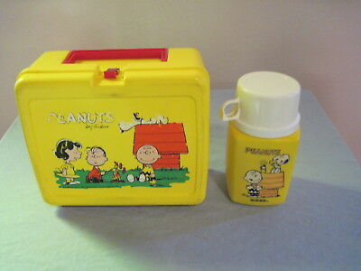 Vintage Plastic YELLOW PEANUTS LUNCHBOX WITH THERMOS Charlie Brown SNOOPY Lucy