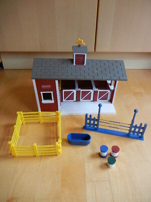 BREYER Red Horse Barn Jumping Stablemates playset (59197)
