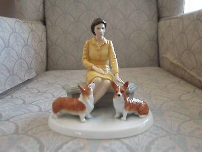 Royal Doulton figurine - Her Majesty At Home Limited Edition NIB - HN5807