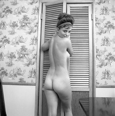 Z3 MICKEY JINES 1966 2 1/4 NEGATIVE FAMOUS PERKY FULL NUDE PINUP MODEL by VOGEL