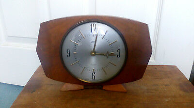 Sectronic Battery Smiths wooden Mantle clock 15cm high x 23 x6cm 12.5cm dia face