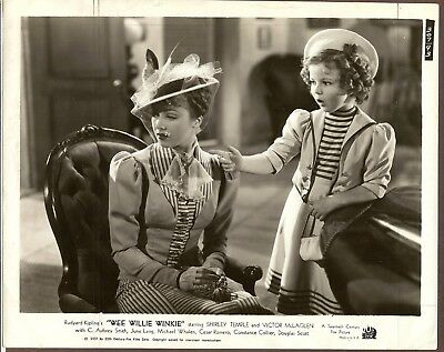 1937 Press Photo Scene from Wee Willie Winkie with Shirley Temple,Child Star