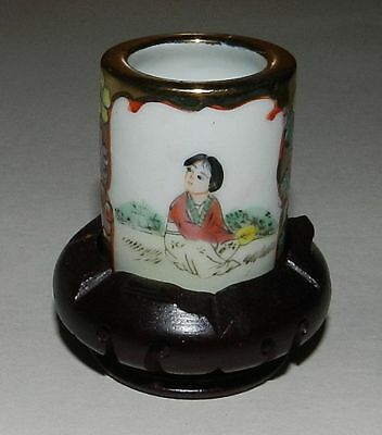 CHINA : DECORATED PORCELAIN TOOTHPICK JAR. ON WOODEN STAND. Circa 1960