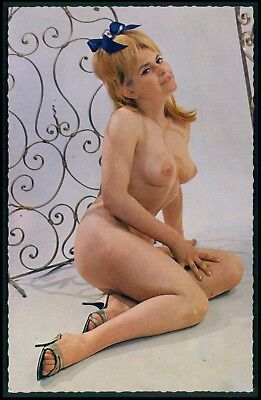 Pinup cheesecake nude woman original 1950s postcard size card Lyna Paris aa26