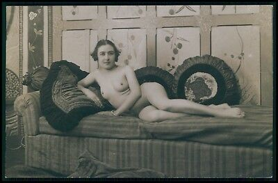French nude short hair woman in bed with pillows old 1910-1920s photo postcard b