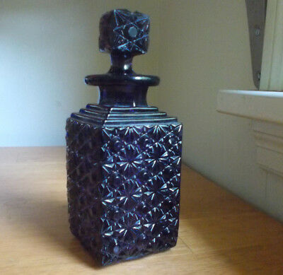 1890s BEAUTIFUL AMETHYST PURPLE PRESSED GLASS DAISY & BUTTON COLOGNE BOTTLE
