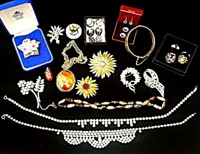Lovely Collection  Vintage Job Lot Of Brooches&Costume Jewellery