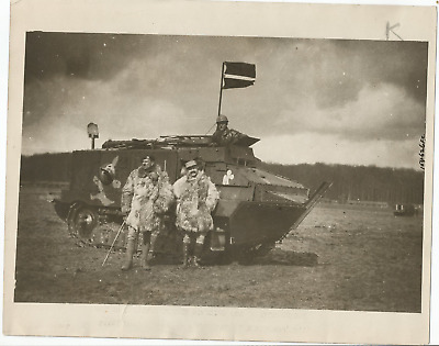 WWI PRESS PHOTO- FRENCH TANK WITH SOLDIERS IN AND OUTSIDE TANK- 1917- 8 x 10