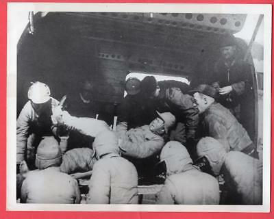 1948 Airborne Evacuation of Wounded in Suchow China 7x9 Original News Photo