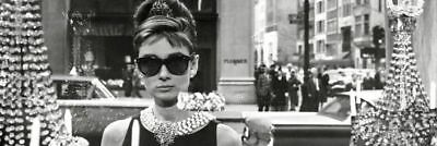 Poster AUDREY HEPBURN - Window-Breakfast At TIFFANYS NEU  y091