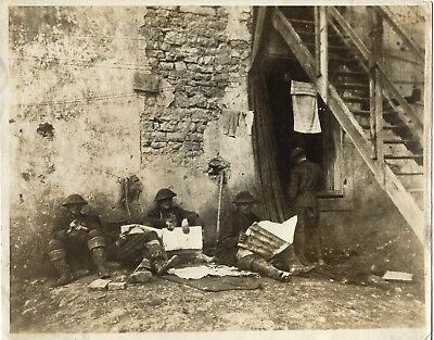 Vintage WW1 Press Photo~U.S. Soldiers~Western Front~France~Reading Newspapers