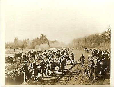"""Vintage WW1 Press Photo~U.S. Marines March to Front Lines~""""Somewhere"""" in France"""