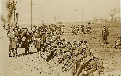 Vintage WW1 Press Photo~Yankee Troops Rest on Road to the Front Lines~Infantry