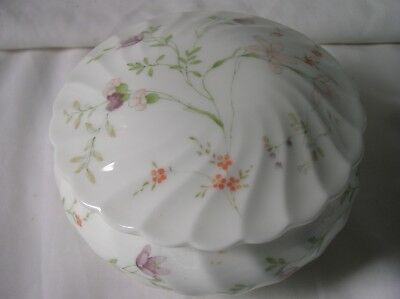 Lovely Wedgwood 'Campion' 4.5 inch diameter trinket box