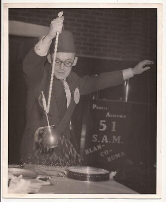 8 x 10 PHOTO OF JOHNNY PLATT PERFORMING