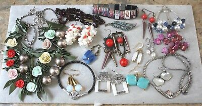 Lot of 18pcs vintage jewelry necklaces, earrings, brooches