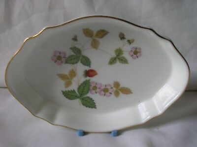 Lovely Wedgwood 'Wild Strawberry' oval china pin dish