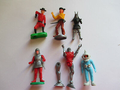 ANCIEN KINDER .LOT PERSONNAGES INCOMPLETS ( Pirate .robot....)