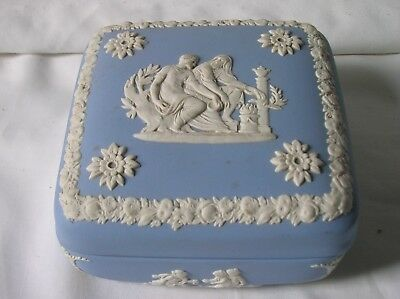 Lovely Wedgwood blue jasper ware 4 inch square trinket box (a)