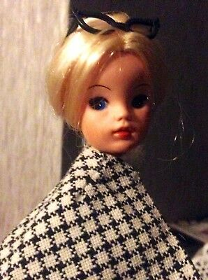 Stunning Blonde 70's Vintage Pedigree Sindy Doll