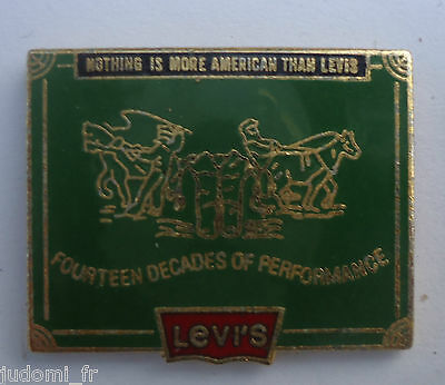 Pin's pin MODE LEVI'S NOTHING IS MORE AMERICAN THAN LEVIS (ref L20)