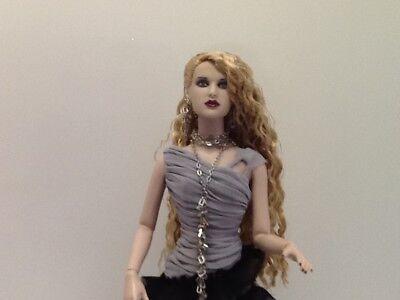 Tonner Death Becomes Her Fully Dressed Doll Tyler body long crippled blonde hair