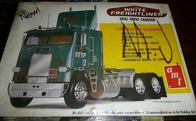 AMT #277 T540 WHITE FREIGHTLINER DUAL DRIVE TRANS-CON 1/25 Model Car Mountain FS