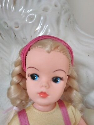 gorgeous shaing up sindy doll from the 1980s reduced!