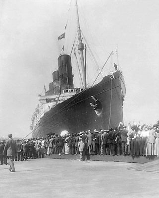 LUSITANIA CRUISE SHIP ARRIVING IN NEW YORK 8x10 SILVER HALIDE PHOTO PRINT
