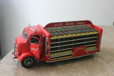 Vintage Danbury Mint 1938 GMC Coca Cola Delivery Truck with 134 Boxes of Bottles