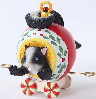 Charming Tails YOUR LAUGHTER DECORATES THE SEASON Figurine Skunk in Xmas Car