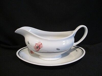 Johnson Brothers - SUMMERFIELDS - Gravy Boat and Stand