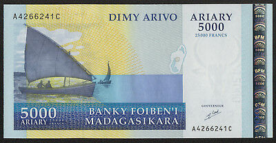MADAGASCAR (P84) 5000 Ariary ND(2003) UNC