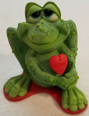 2004 A Hull Sprogz All Croaked Up Love Heart Green Embossed Frog Figure