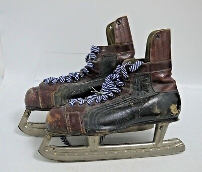 Lovely Pair of Vintage Leather Ice Skates Size 9, by Stubbs & Burt (BW136)