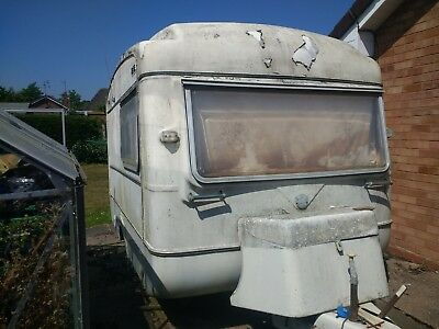 Viking Fibreline 1 1973 Project restoration Vintage caravan Retro Chic