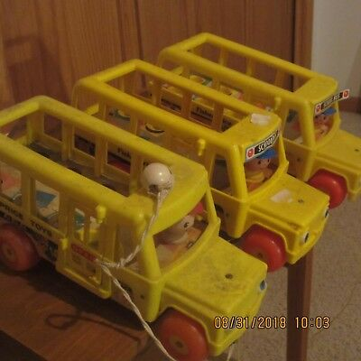 Vintage Antique Fisher Price 192 & 141 School Bus Toy Lot of 5 w/ little people