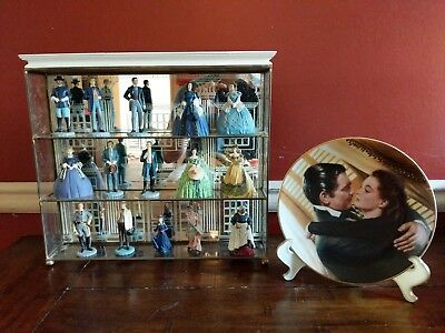 GONE WITH THE WIND DISPLAY, 15 figurines, Display Case, & Plate with stand