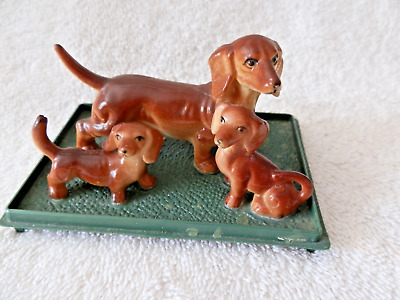 PLASTIC DACHSHUND DOG FAMILY  FIGURINES  on PLASTIC BASE HONG KONG MOM 2 PUPS