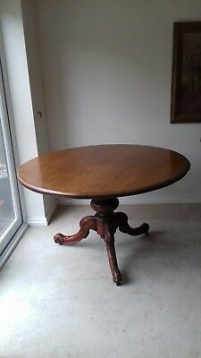 Solid wood pedestal tilt table with four chairs